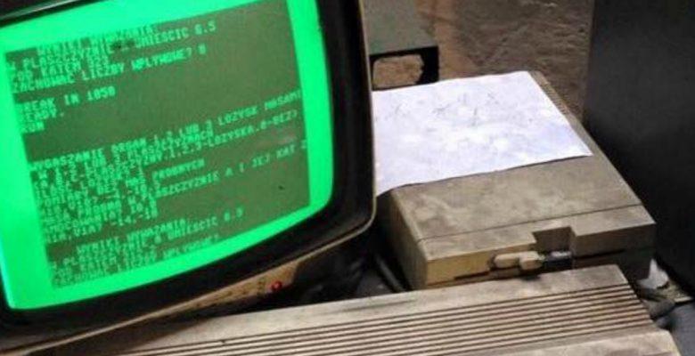 Hallan en taller mecánico una computadora que lleva 25 años funcionando