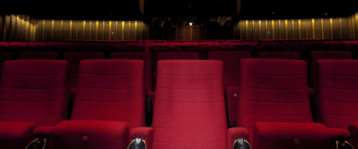 Experto revela cuál es el mejor asiento que hay que tomar en el cine
