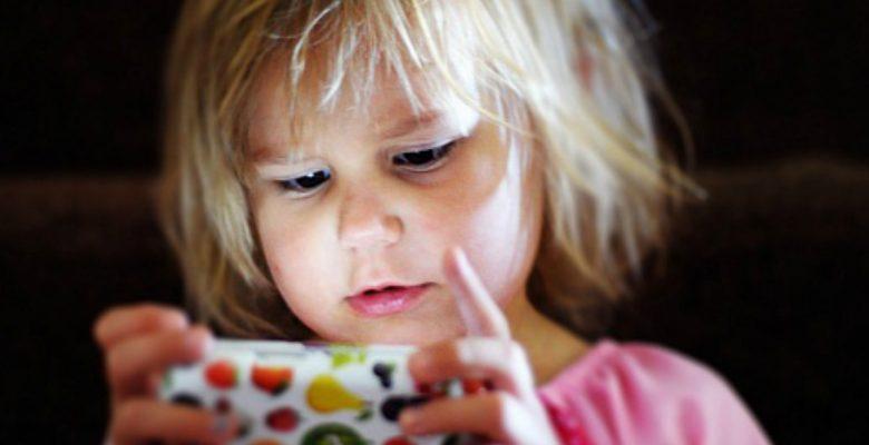 ¿Cuánto tiempo debemos dejar que nuestros hijos estén frente al teléfono?