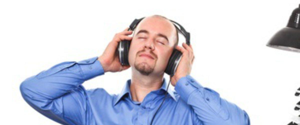 Científicos dicen que oír música en el trabajo reduce tu productividad
