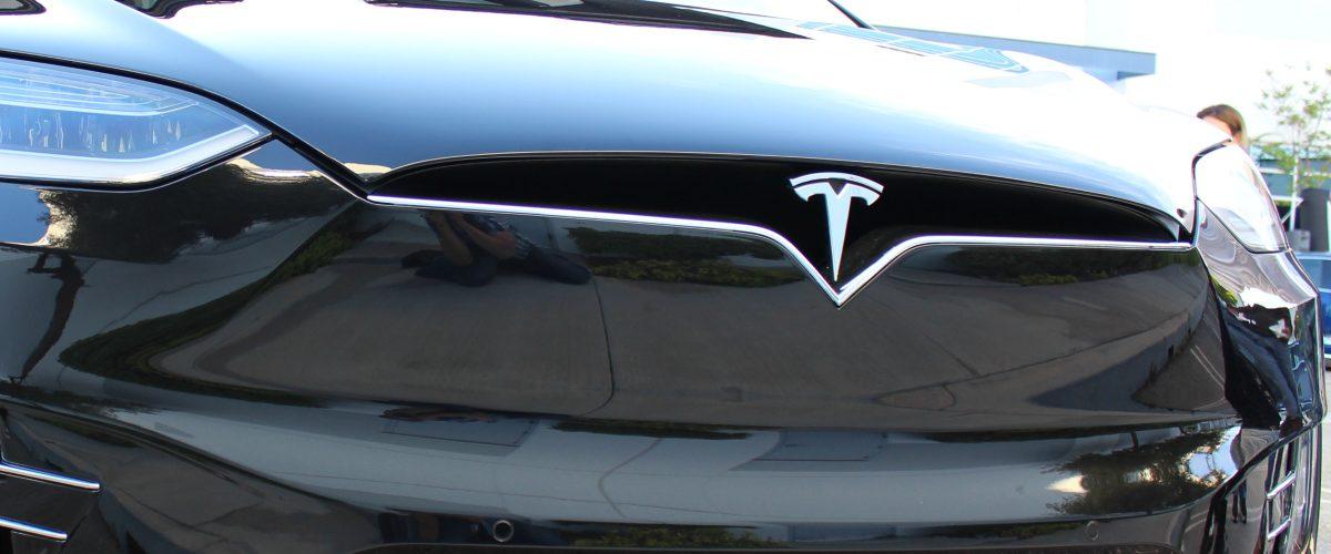 Mira cómo el piloto automático de un Tesla Model X podría salvar tu vida
