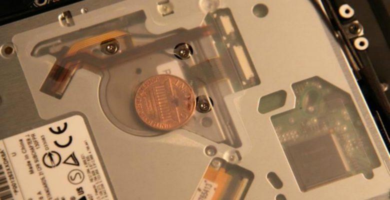 Nadie sabe para qué son esas monedas que aparecen en las MacBook