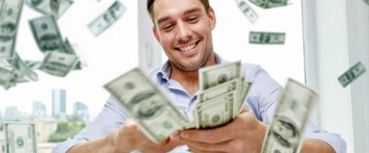 Ayer, varios CEOs ganaron más dinero que sus empleados en un año