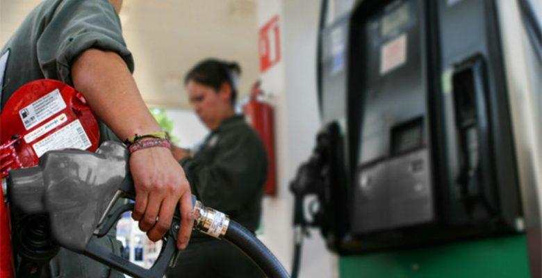 Tres apps que te ayudarán a que no te vean la cara al cargar gasolina