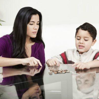 ¿Cuándo y cómo hablarle a tus hijos de dinero?