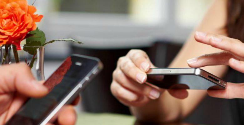 92% de las mujeres podrían rechazarte si tienes un teléfono viejo y feo