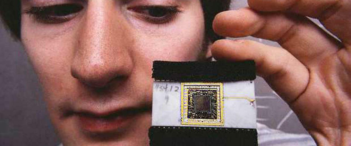 Esta empresa implanta chips a sus empleados para que puedan trabajar