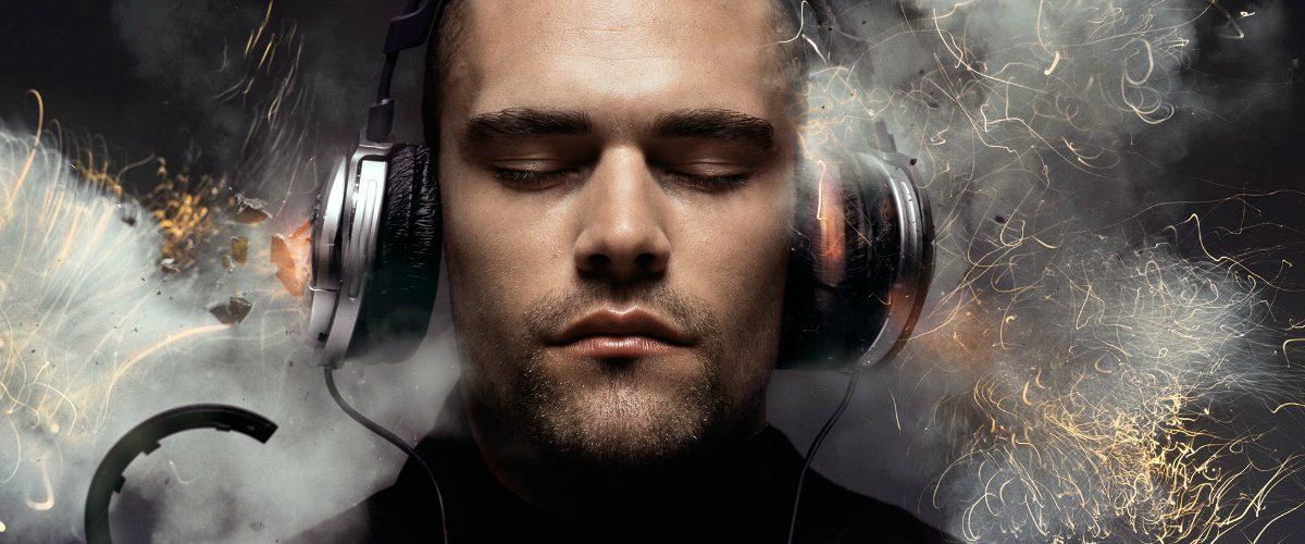 Audífonos explotan en pleno vuelo y queman el rostro de quien los usaba