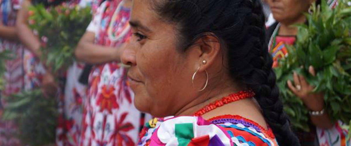 Mujeres indígenas encabezan crecimiento de sus comunidades con becas de posgrado