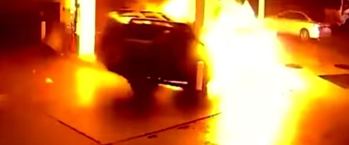 Uber provoca impresionante explosión tras estrellarse contra gasolinera