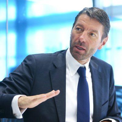 CEO de Adidas explica porqué fabricar calzado en EU es 'ilógico e improbable'