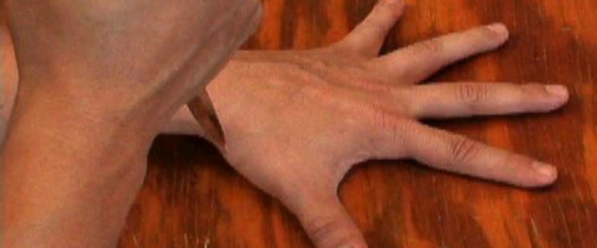 Este video de un robot jugando con cuchillos te tendrá mordiéndote las uñas
