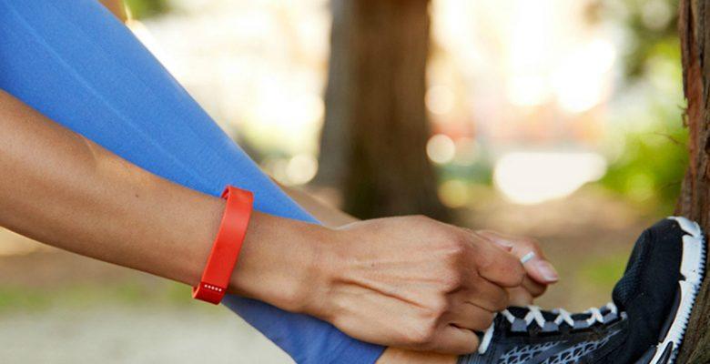 Una pulsera inteligente Fitbit le salvó la vida a una mujer