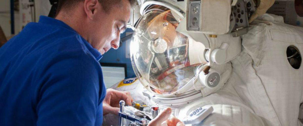 ¿Por qué la NASA se está quedando sin trajes espaciales?