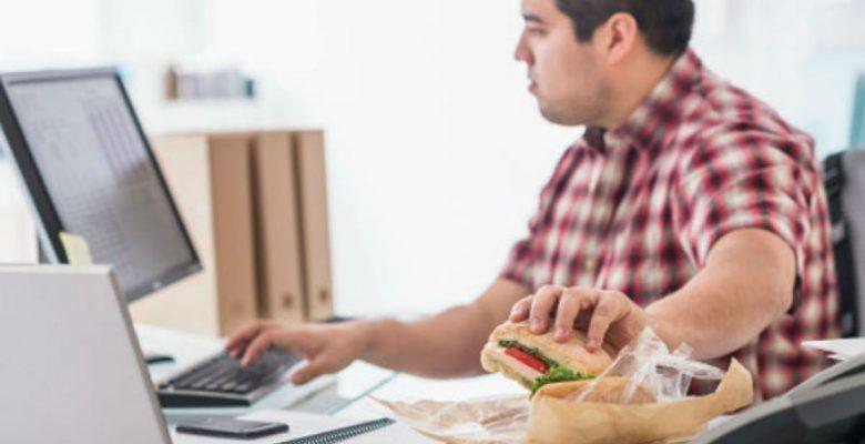 Esta empresa le paga a sus empleados por bajar de peso
