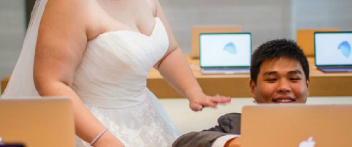 Esta pareja ama tanto a Apple que se comprometió en una de sus tiendas