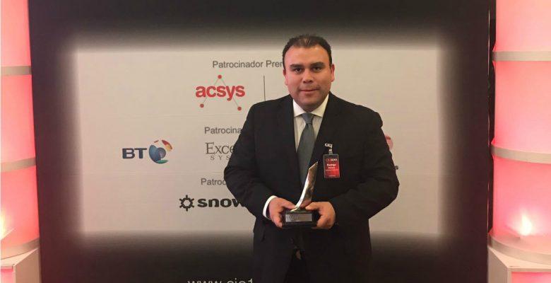 El Maestro Rodrigo Becerra gana el premio Los 100 Mejores CIOs de México