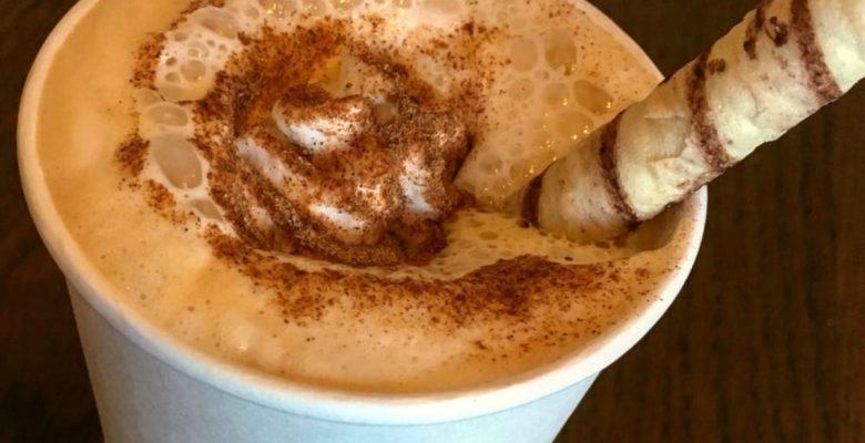 Hallaron caca en varias bebidas servidas en Starbucks
