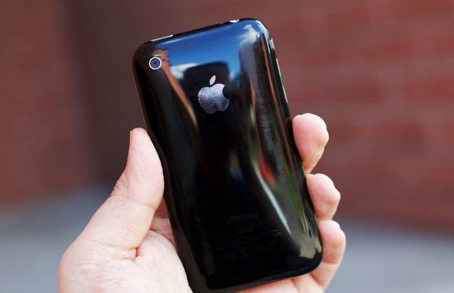 Súvisiaci obrázokiPhone 3G prešiel na plastovú zadnú časť - svetapple.sk