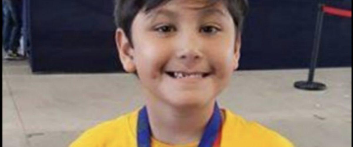 Tiene 6 años, es mexicano y un genio de la aritmética … viaja a Asia para demostrarlo