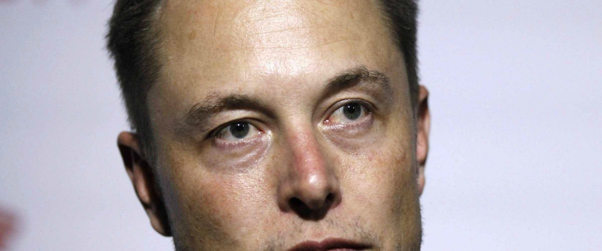Por esta absurda razón Musk despidió a su asistente de 12 años