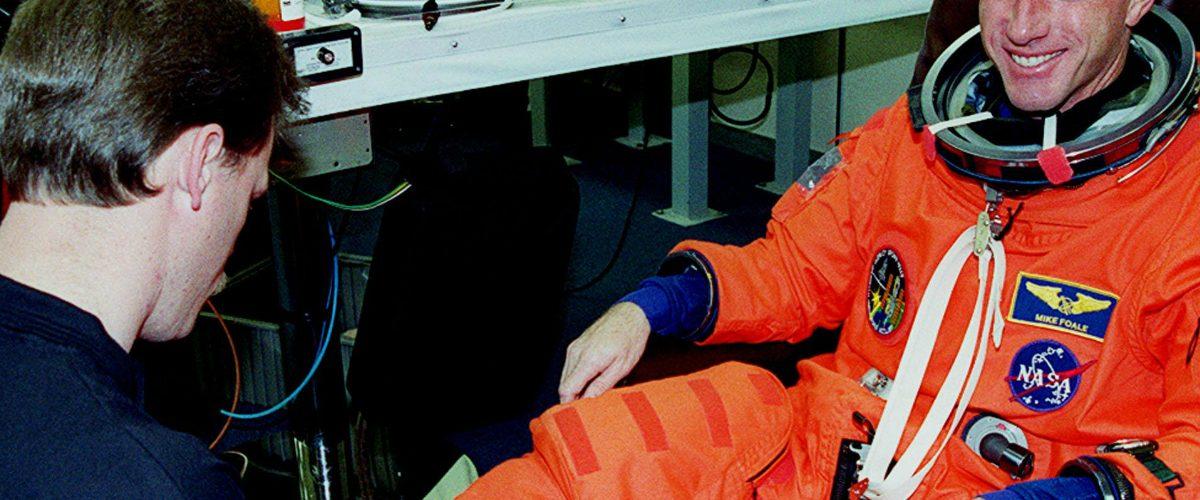 Compran trajes históricos de astronautas de 20 mil usd en solo 1,20 dólares