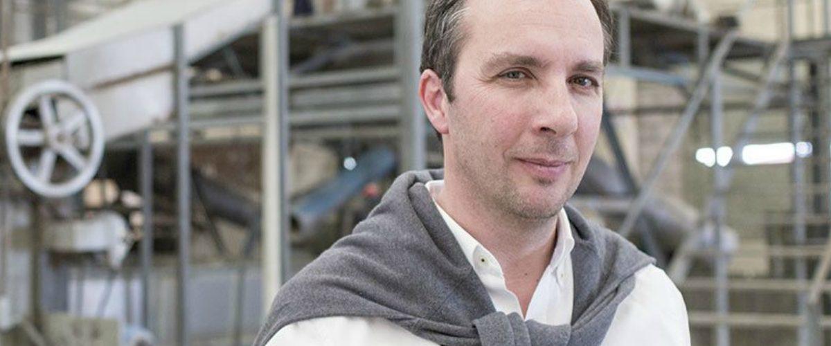 Emprendedor crea viviendas con cartones de Tetra Pak