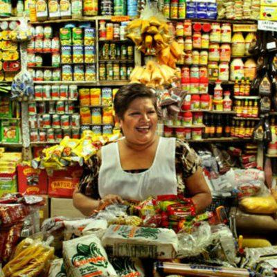 Abarroteros mexicanos le plantan cara a los supermercados extranjeros
