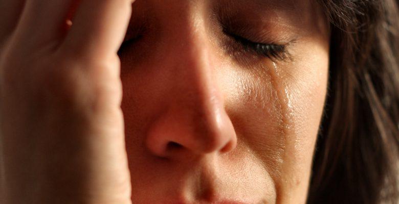 Científicos descubren cómo generar electricidad con lágrimas y saliva