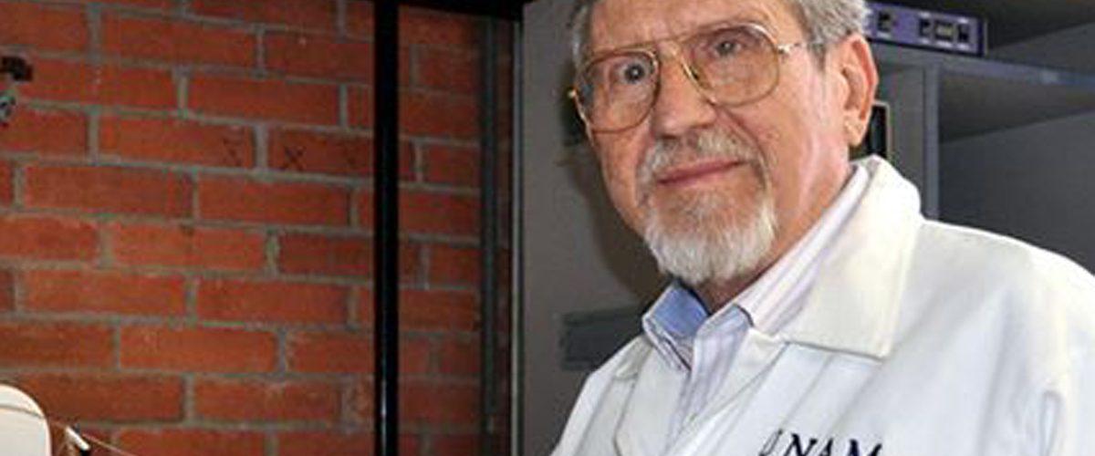 El investigador que será reconocido por estudiar el veneno de alacranes mexicanos