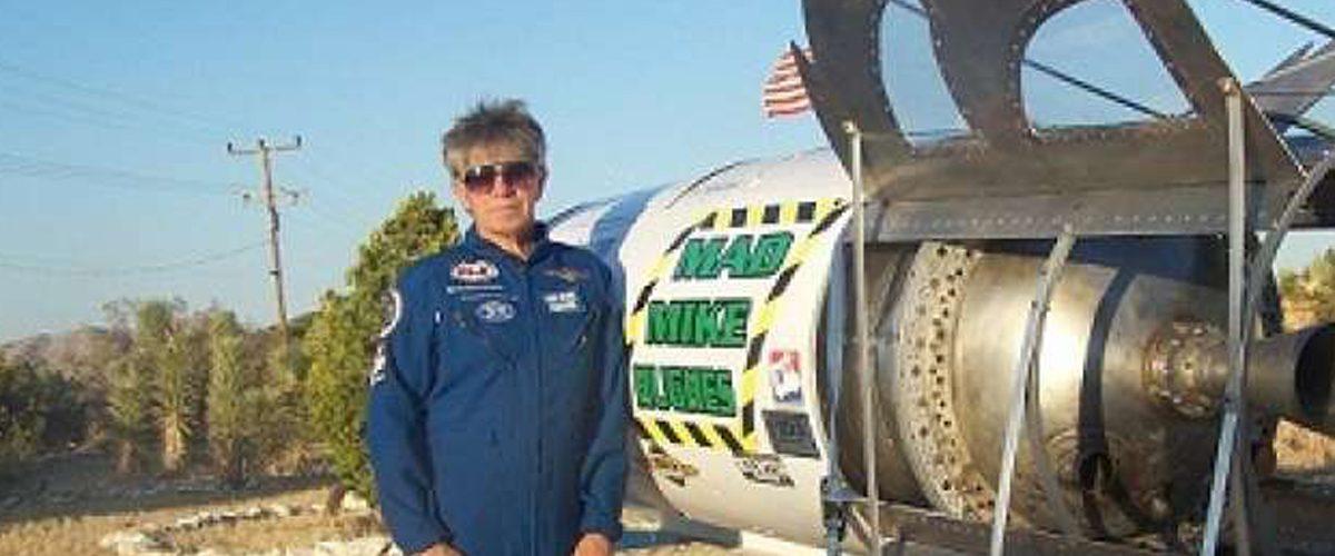 Este hombre volará un cohete para probar que hemos vivido engañados