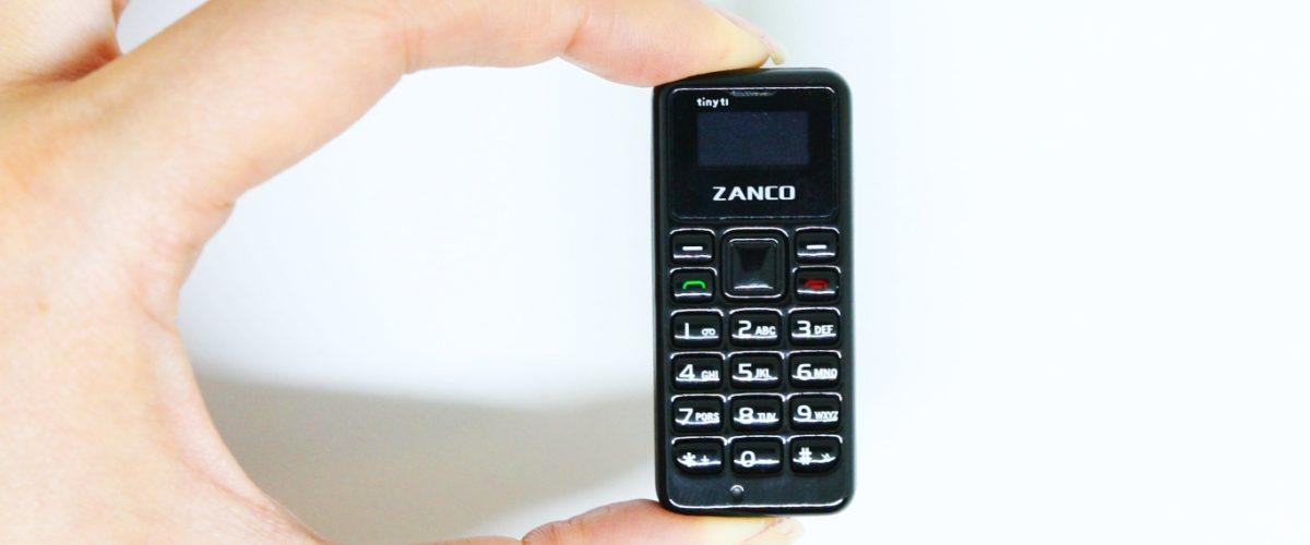 VIDEO: Así luce el teléfono móvil más pequeño del mundo