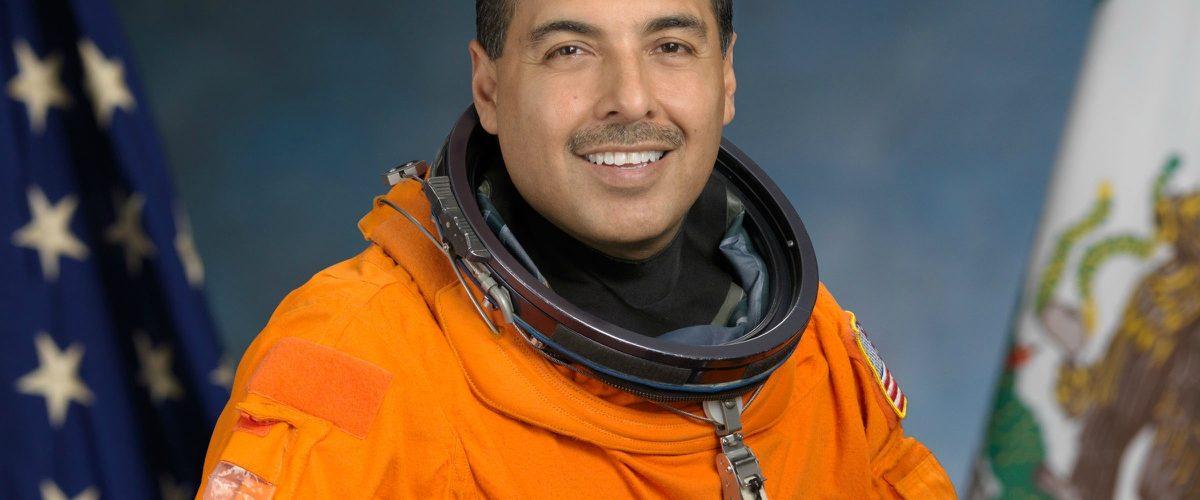 El hijo de campesinos mexicanos que llegó a ser astronauta en la NASA