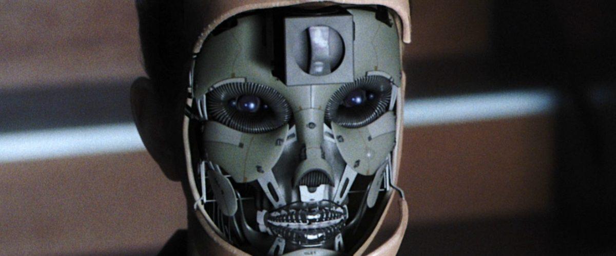 Mujeres tienen más riesgo de perder su empleo ante un robot