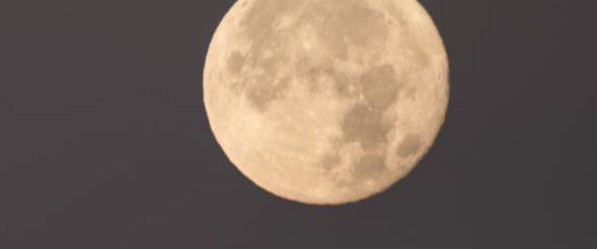 ¿Qué es la 'Superluna de Sangre Azul' y cómo apreciarla?