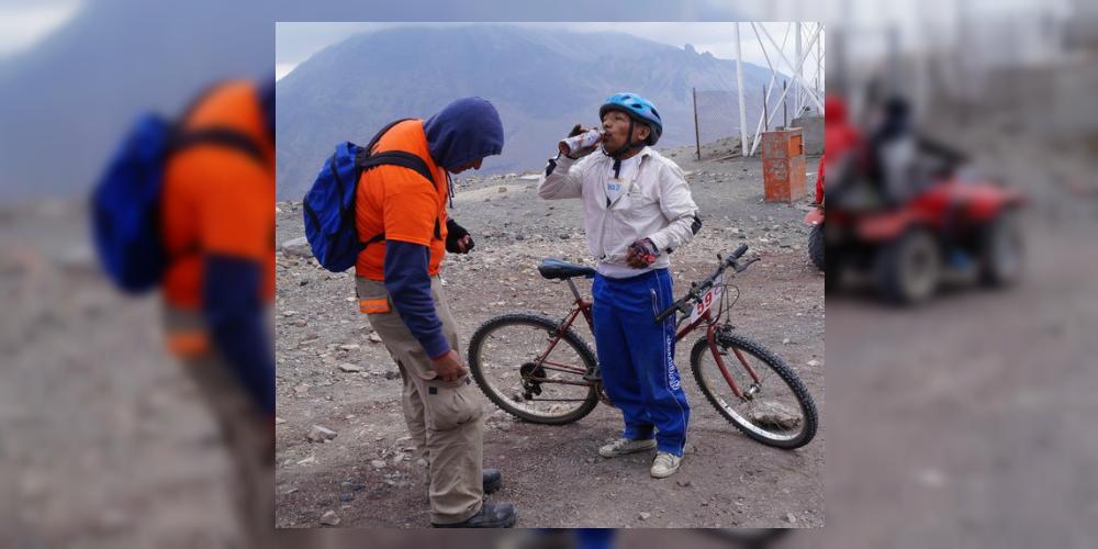 En bici de panadero, don Max triunfa en carrera profesional más difícil de México