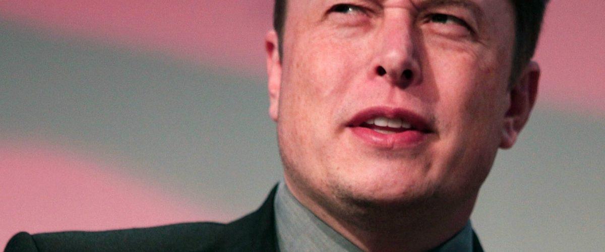 La razón por la que Elon Musk borró las cuentas de Tesla y Space X de Facebook