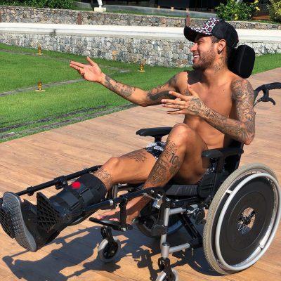 Neymar desata polémica con su ¿homenaje? a Stephen Hawking