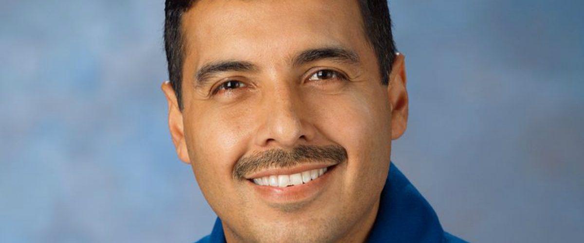 El exastronauta José Hernández corrige a AMLO y desata debate en redes
