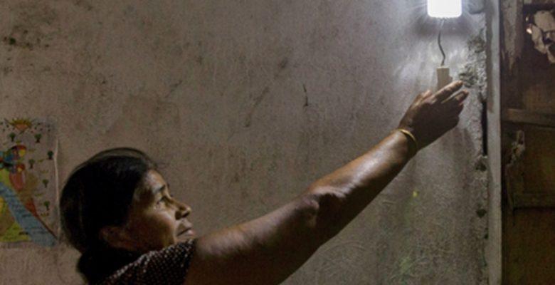 Mexicanas llevan electricidad a sus comunidades rurales