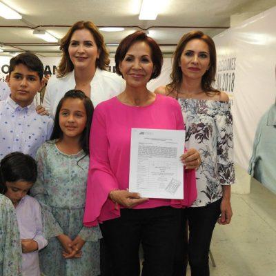Teresa Martínez, la suegra del Bronco, se registra como independiente por alcaldía
