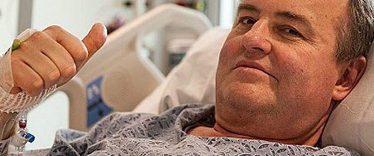 Realizan el primer trasplante de pene y escroto de la historia