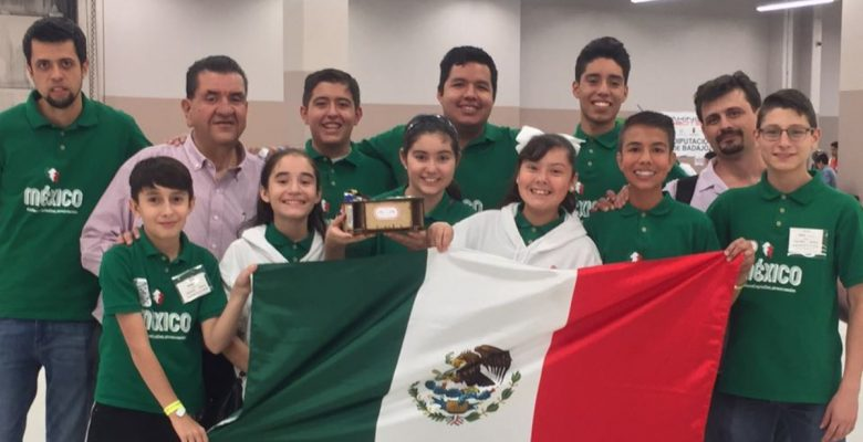 Niños mexicanos se suben al podio en competencia internacional de robótica