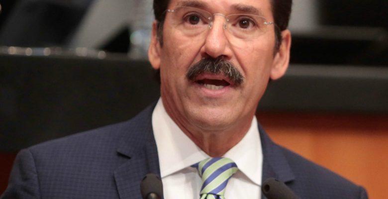 Senador falta al respeto a taquero en Twitter y todo México se le fue encima