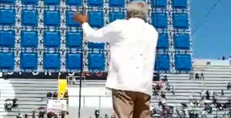 #LaHoraSad AMLO 'pierde' contra el Tri y cierra campaña en estadio semivacío