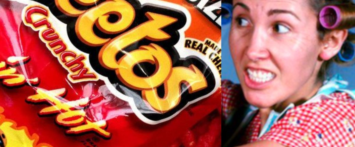 Mamá viraliza video culpando a Cheetos por lo que le pasó a su hija