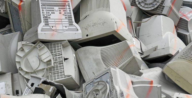 Segob gasta 150 millones en mantenimiento a computadoras viejas