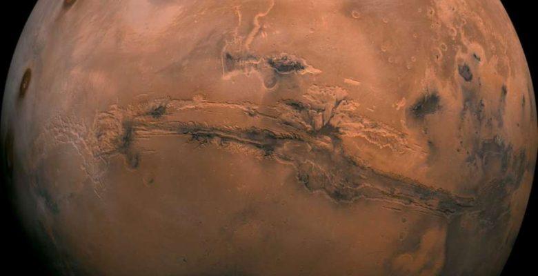 Investigadores encuentran por primera vez agua líquida en Marte