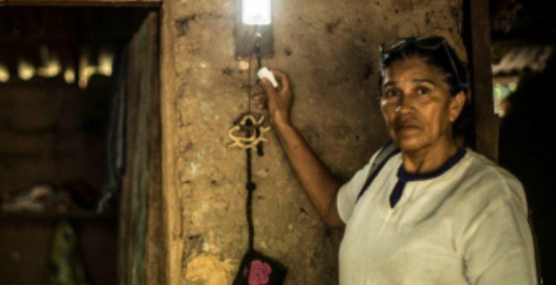#Heroínas: Sin ayuda del gobierno, estas mujeres regresaron la luz a su comunidad