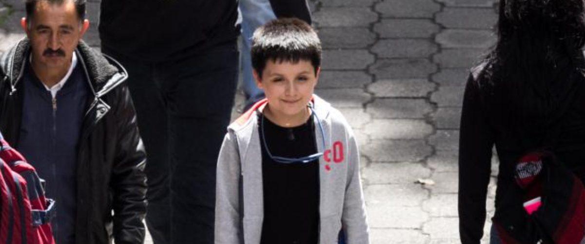 Así fue el primer día de Carlos Santamaría, el primer niño en estudiar una licenciatura en la UNAM